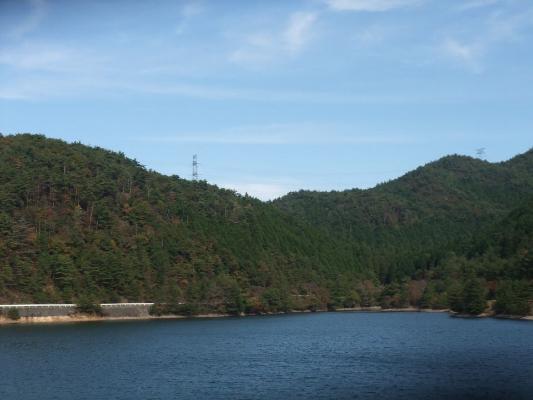 直ぐ上の黒石ダムです。