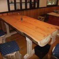 奥の6人掛けテーブル